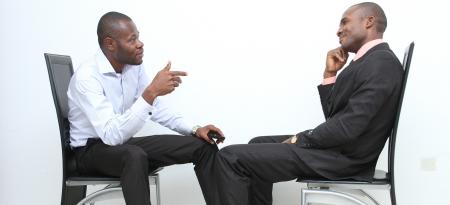 vragen tijdens een sollicitatie gesprek tussen twee personen